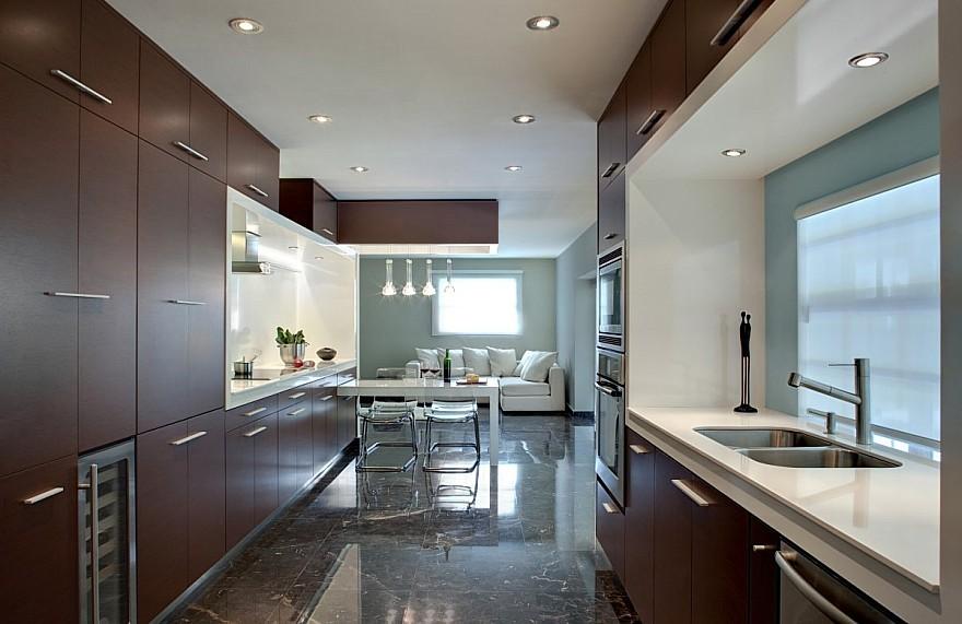 Modern interieurschilderwerk met maatkunstwerken gerealiseerd door het atelier van hoef - Deco open keuken ...