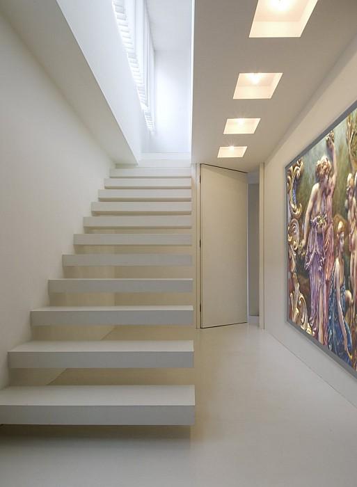 Modern interieurschilderwerk met maatkunstwerken gerealiseerd door het atelier van hoef - Schilderij trap ...