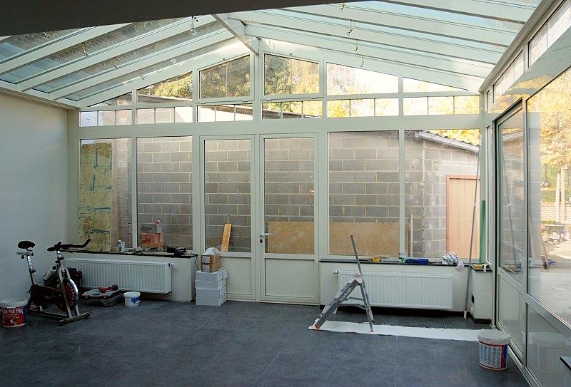 Een recente buitengevelschildering van het atelier van hoef uit het jaar 2009 - Veranda met stenen muur ...